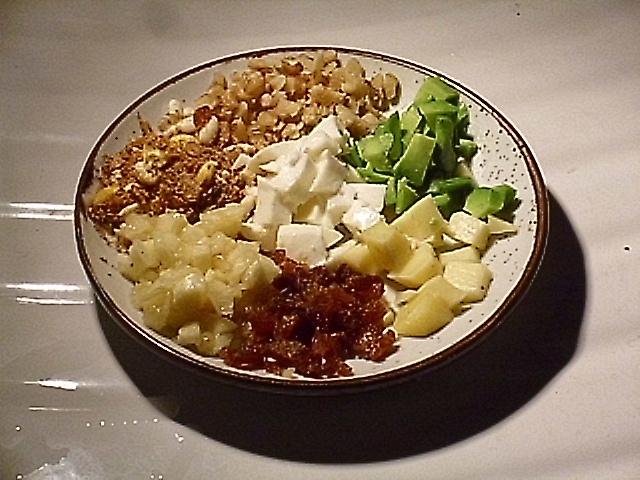 Vegetarischer-Teller-für-Igel-die-wegen-Darmentzündung-kein-fleischhaltiges-Futter-fressen.jpg